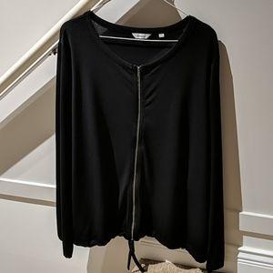 NWOT: Reitmans black blouse